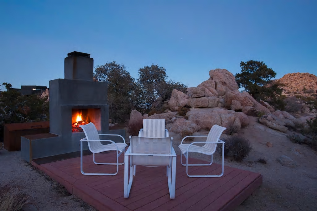 ROCK REACH HOUSE ACCOMODATION WITH AIRBNB, CALIFORNIA